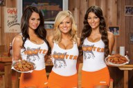 HootersGirlswithWings