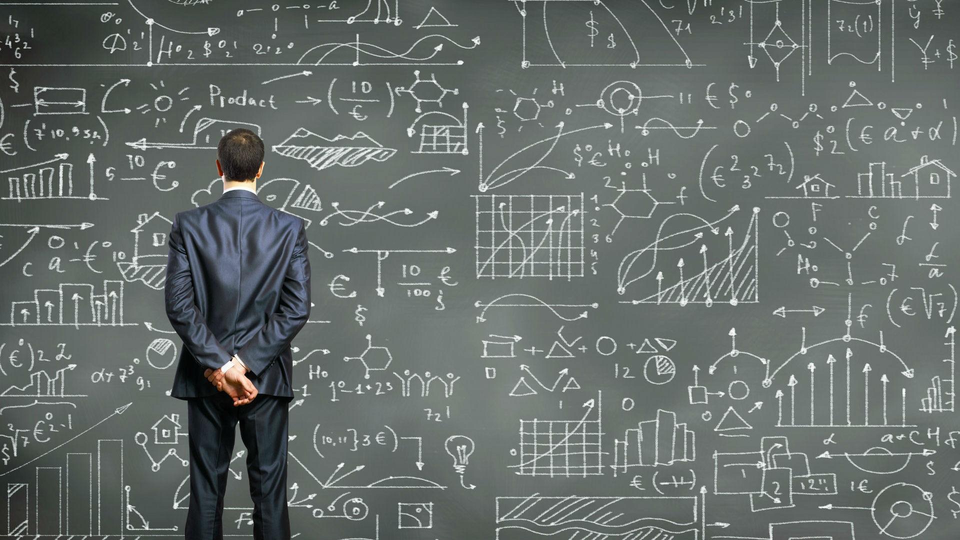 man-data-analytics-chalkboard-ss-1920