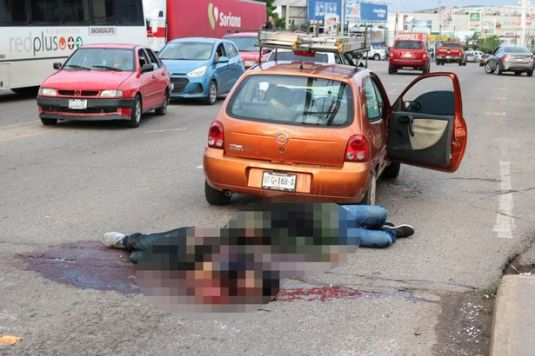 0_Dead-bodies-lie-next-to-a-car-during-clashes-between-Cartel-gunmen-and-federal-forces-following-the